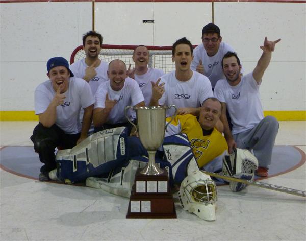 Copains, champions d'une ligue de hockey cosom amicale