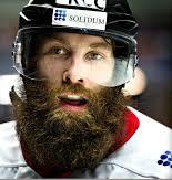 Joueur qui prend ça bien au sérieux la barbe des séries.